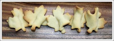 Sugar cookies: Maple leaves