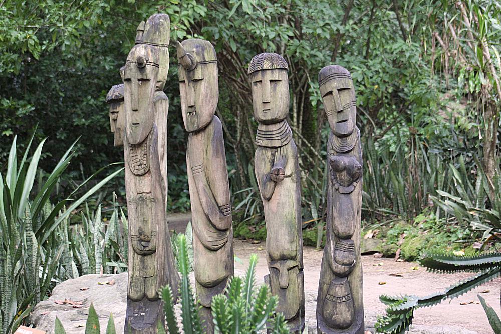 Wood carvings exhibit, Singapore Zoo